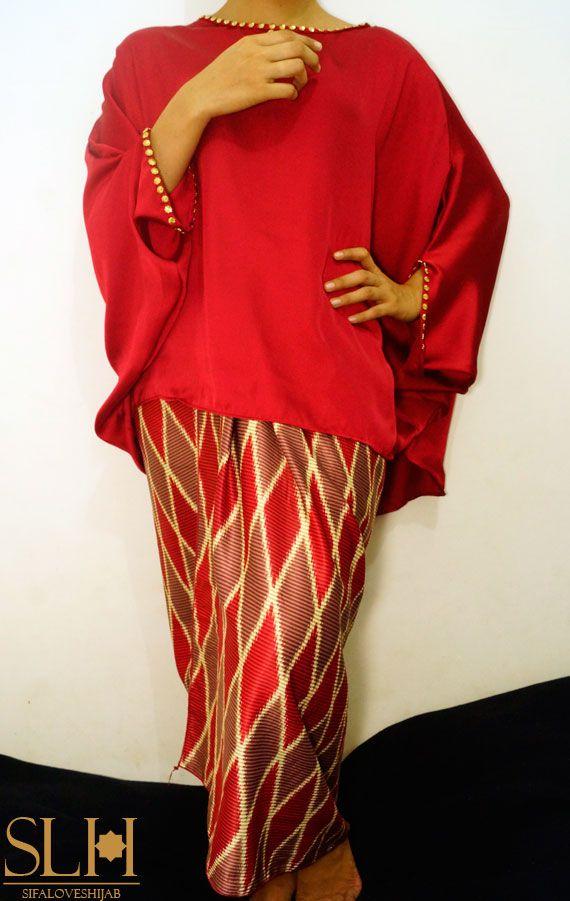 Contoh on model  Atasan : Malay Loose Top Maroon,  Bawahan : Songket motif Rangrang SK3, Harga : 1 set IDR 210000