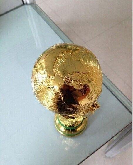 Kostenlose Shipping1: 1 36 cm Weltcup-fußball-pokal Harz Replik Trophäen Modell Brasilien Wm Besten Fußball Fan Souvenir Geschenk
