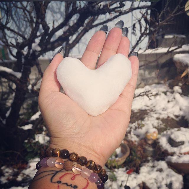 #子供  たちと#雪遊び#snow #ハート #好き #❤ #おバカぶり (笑)なんでも❤にしたがる(笑)#Winter #冬 #冷たい #happy #love #セルフネイル #ジェルネイル #ミラーネイル #数珠 #天然石 #ブレスレット #タトゥー #tattoo #インフィニティ #infinity  早く#お出かけ  行きたい#旅行 #プチ遠出 #家族 #夫婦 #カップル #couple