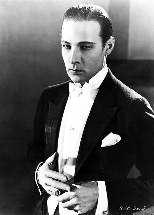 Рудольф Валентино (англ. Rudolph Valentino; 6 мая 1895 — 23 августа 1926) — американский киноактёр итальянского происхождения, секс-символ эпохи немого кино.