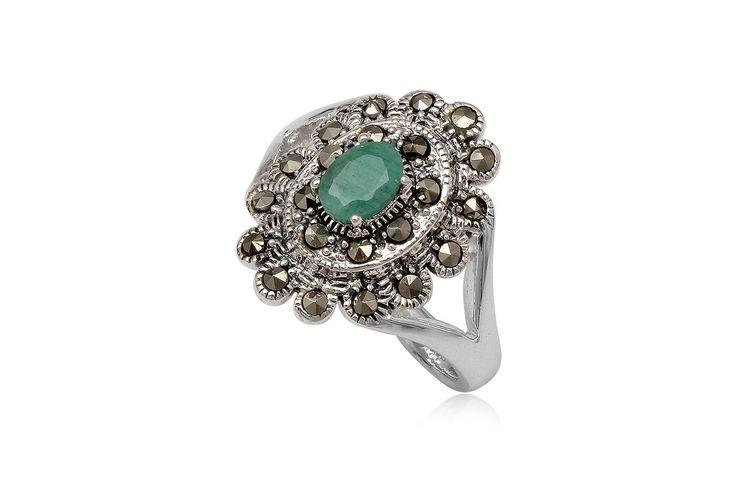 Inel deosebit de elegant din argint 92.5%, marcasite si smarald. http://www.lafemmecoquette.ro/inel-floare-din-argint-cu-smarald/