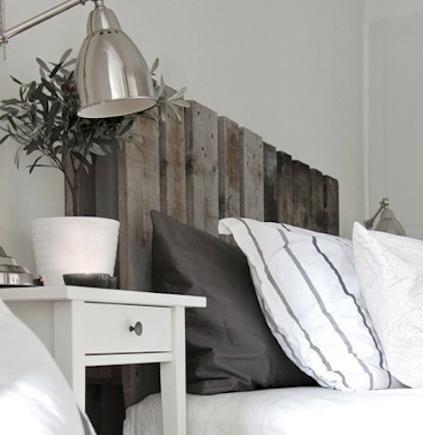 e tête de lit très originale, avec des couleurs neutres dans votre chambre.
