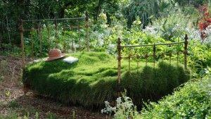 Decoración de cama al estilo rustico en un jardin