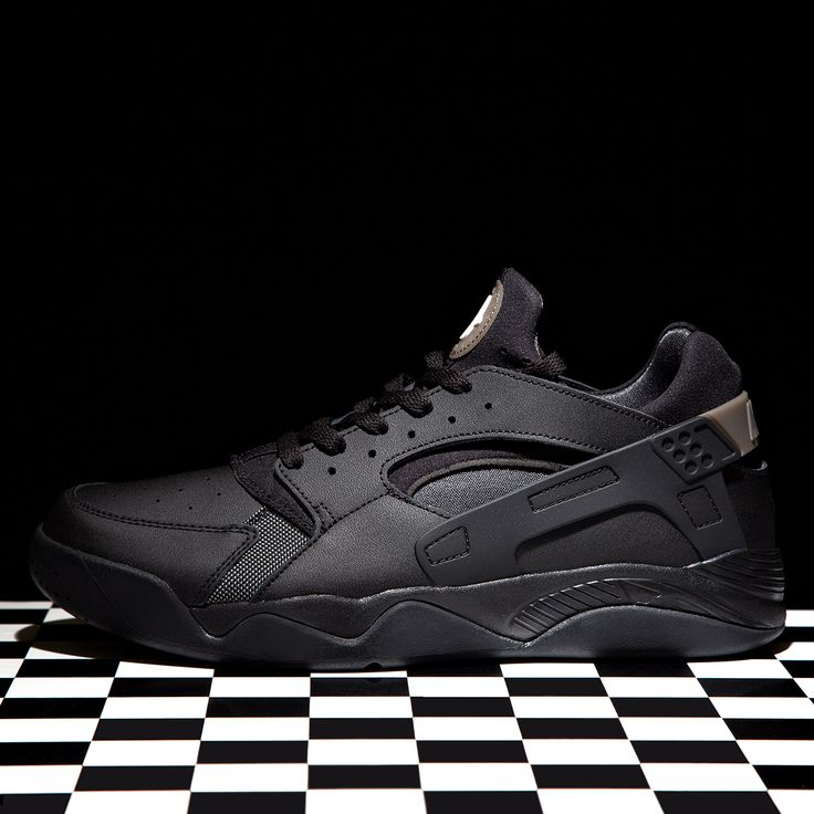 New In - The Nike Air Flight Huarache Low Trainer in in Black & Anthracite.