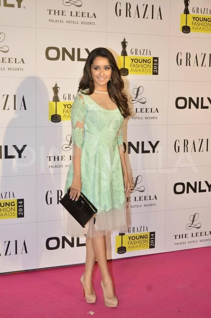 Shraddha Kapoor Hot in Low-Neck Outfit at Grazia Young Fashion Awards 2014 | HotNews247