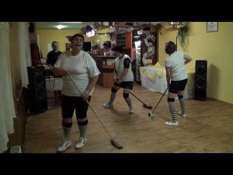 Cvičení s košťaty - YouTube