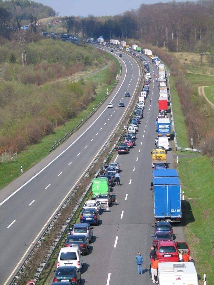 Kesadaran Lalu-lintas Di Jerman..Ini Salah Satu Contoh Nyata-nya...KEREN ! - LAPAK MOBIL DAN MOTOR BEKAS