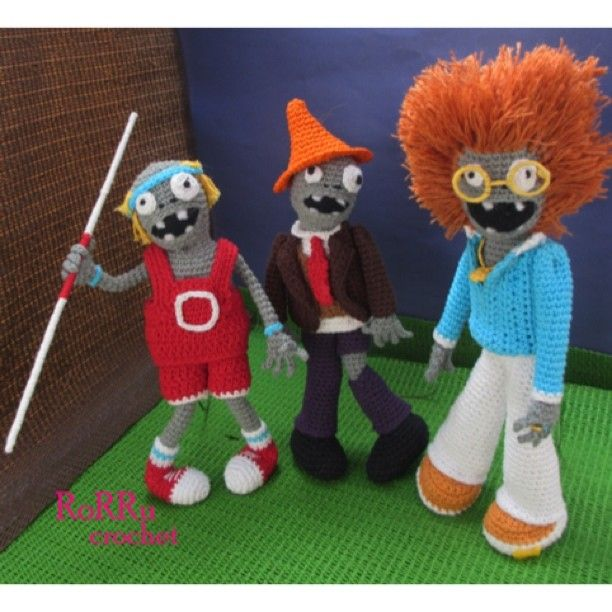 #amigurumi #amigurumidoll #crochetdoll #crochet #zombie #zombies #plant #versus…