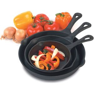 The Heuck 3-Piece Pre-Seasoned Cast Iron Skillet Set, Black