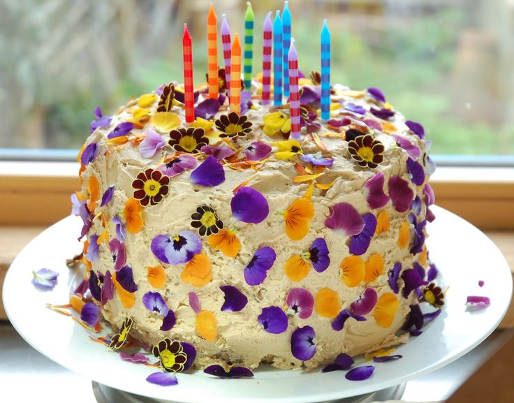 birthday cake with spring edible flowers Edible Flowers ...