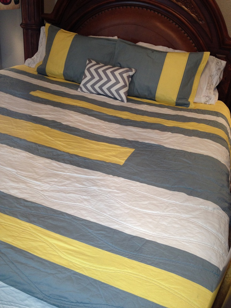 modern king size quilt with small pillow and pillow shams