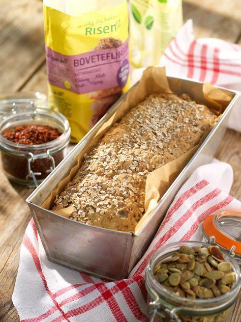 Baka grovt hälsobröd med en massa nyttiga ingredienser som gör magen glad. Receptet ger ett matbröd.