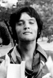 Had to pin this from Google Image, sorryElvis 1 5, Elvis'S Elvis'S Elvis, Elvis Riding, Elvis Elvis, Young Elvis, Elvis Photos, Elvis 15, Elvis Presley, Secret Elvis