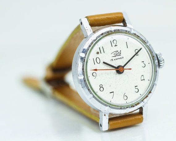 Vintage dameshorloge Zarya / Dawn – klassieke vintage horloge vrouw – bruin lederen horloge womens-cadeau voor haar USSR 70s