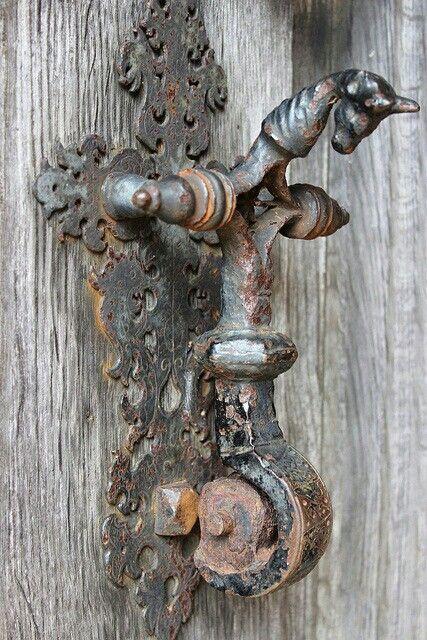 Door Knocker on the South Porch at Blickling Hall, Norfolk, Rubens1577                                                                                                                                                     Más