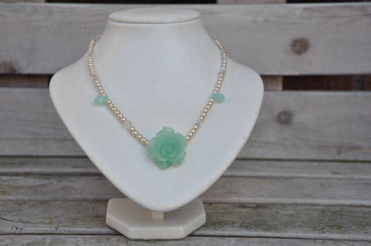 Crea Copine Collection - Vintage necklace with green rose and pearls - Unique and handmade - Ordernumber CC-14-035 (Vintage collier met groene roos en parels - Uniek en handgemaakt - Bestelcode CC-14-035) - 25 euro + shipping costs