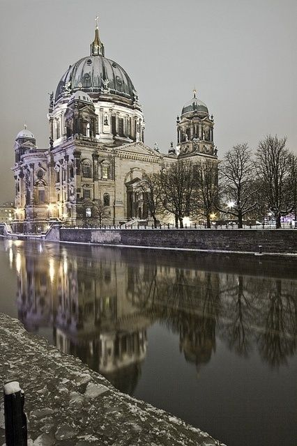 Night in Berlin, Germany  CLICK THIS PIN if you want to learn how you can EARN MONEY while surfing on Pinterest