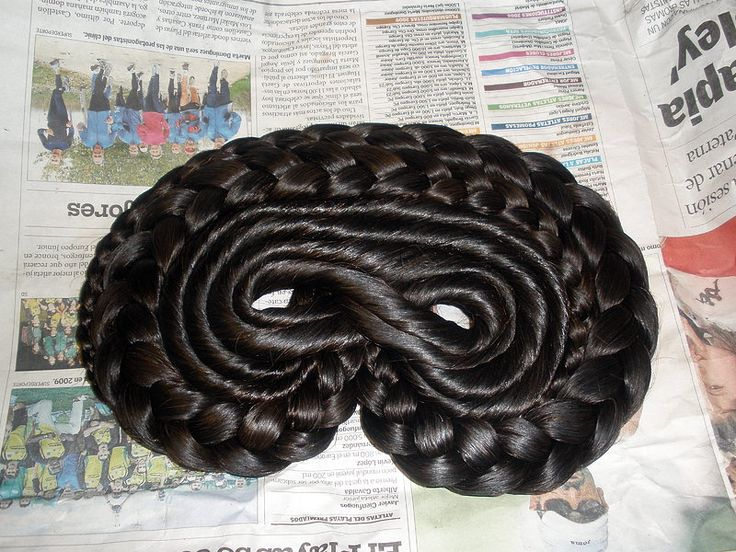 COSER RODETES Y MOÑO FALLERA .        Material necesario:  -Mallas de pelo fallera 11 ( color según cabello).  -Laca líquida.  -Fijador.  -...