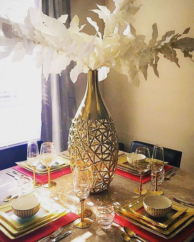 Gleaming Gold And A Sun Filled Setting Punctuates Dining Tables Perfectly Instagram Fan Red AccentsRoom DecorationsBlack