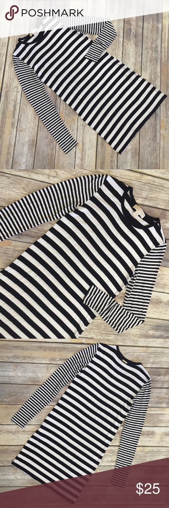 """Michael Kors B/W Striped T-Shirt Dress Michael Kors black and white striped dress, has a t-shirt feel and is made of 95% rayon and 5% spandex. Size XS. Has a silver-toned Michael Kors logo bar at back of neckline. Total unstretched length is approximately 33.5"""". In excellent condition with no flaws. ⚓ No trades or holds. I accept reasonable offers. I only negotiate through the offer button. 🚭🐩HB MICHAEL Michael Kors Dresses Midi"""