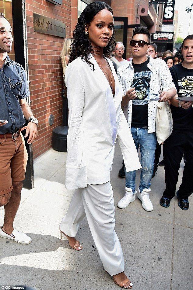 Rihanna.. NYFW..... - Celebrity Fashion Trends