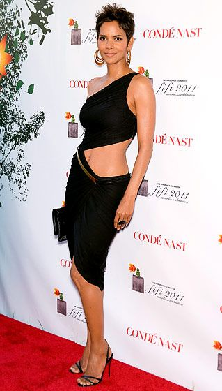 How amazing does Halle Berry look in this dress??