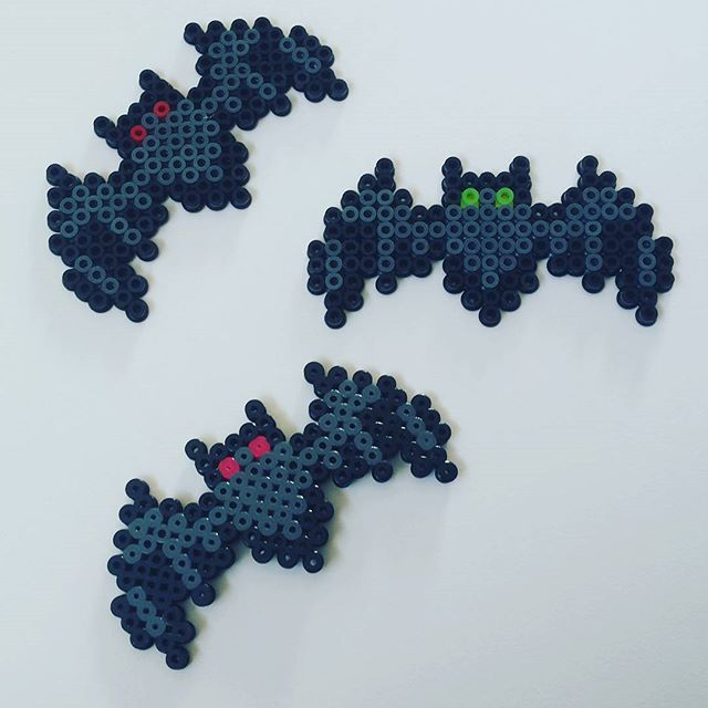 HAMA PERLER BEADS / PERLES, PERLES À REPASSER / STRIJKPARELS, PARELS - BAT / CHAUVE-SOURIS - Bats Halloween hama beads by nattergalen_8