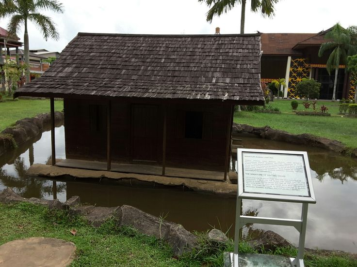 Miniatur Rumah Lanting (rumah diatas Sungai) khas melayu. @Museum Kalimantan Barat - Pontianak