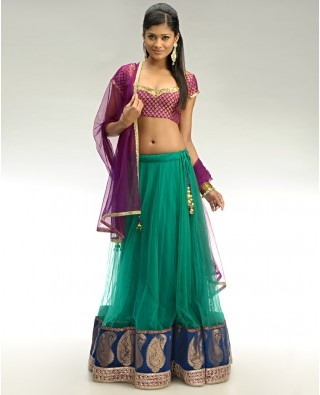 If I had a garba before my wedding I would have totally worn this!