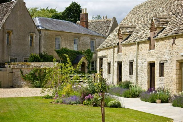 Wedding | Caswell House,Cotswolds, UK.   Weddings in the Cotswolds! Re-pinned by Cotswolds Award winning bridal boutique The Bridal Room Broadway Www.thebridalroombroadway.co.uk 01386 859070 #cotswoldwedding #cotswoldbridal #bridalboutique