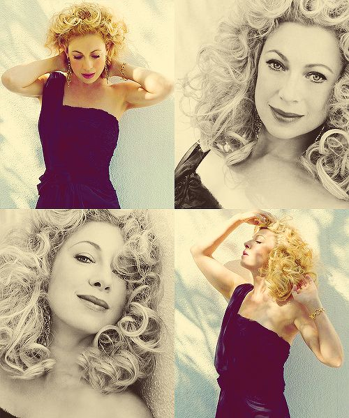 Alex Kingston is gorgeous. I wish my hair looked that good when it's curly!