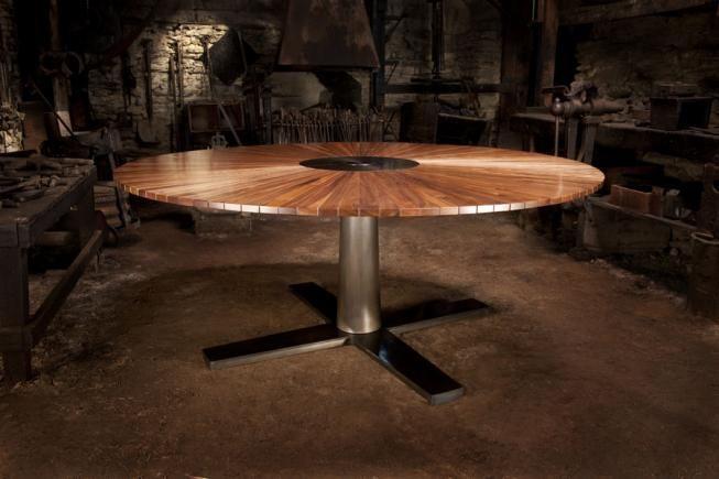 Circular table in Walnut and dark steel