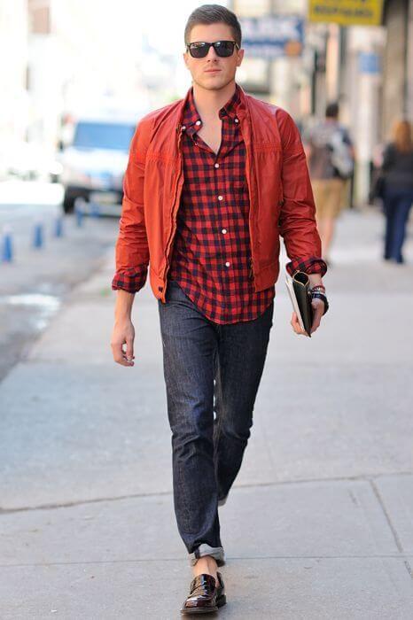 赤×黒チェックシャツに赤いナイロンジャケットを合わせたクールな着こなし。人気・おすすめコーデのメンズ一覧。ナイロンジャケットのトレンド。