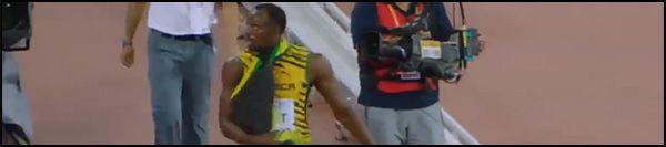 L'athlète Usain Bolt est renversé par un cameraman en Segway lors des Mondiaux d'athlétisme de Pékin