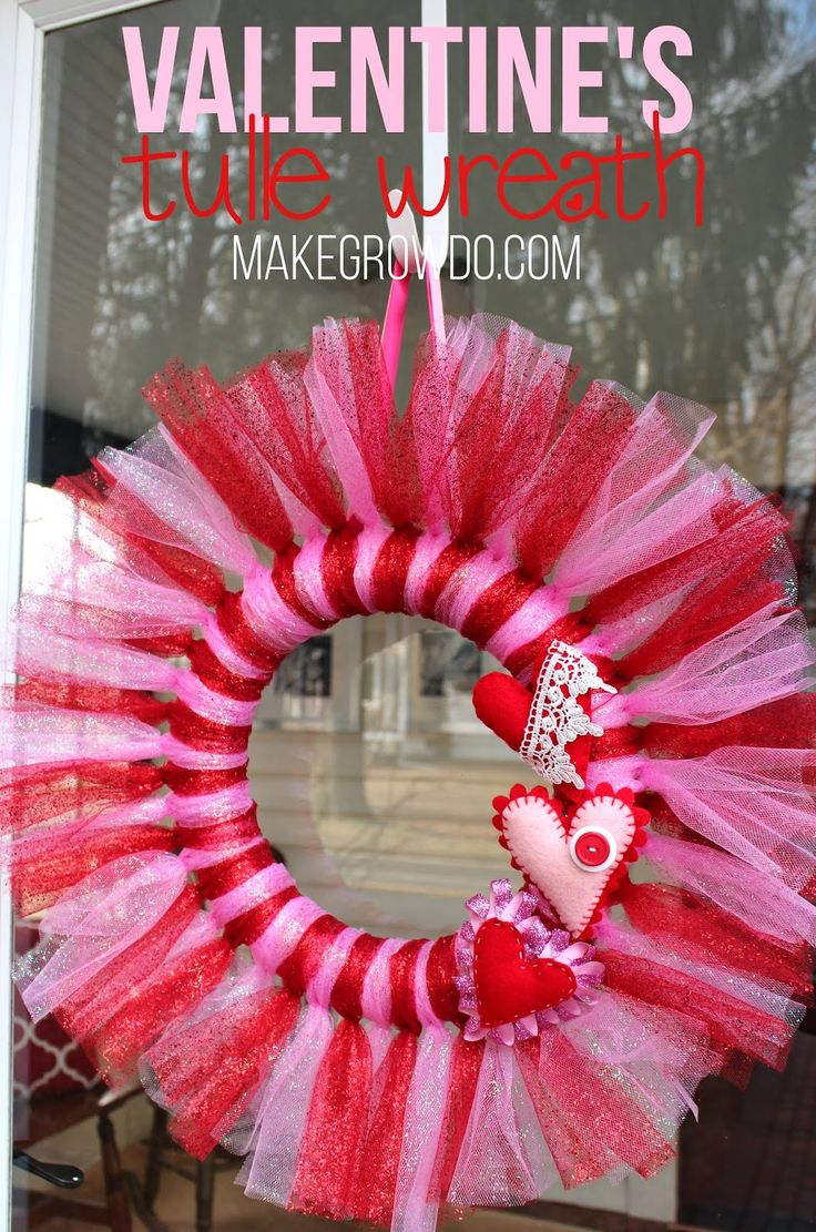 #DIY Valentine's Tulle Wreath: an easy, inexpensive way to dress up your door for #Valentine's Day and fight off winter blues! Makegrowdo.com