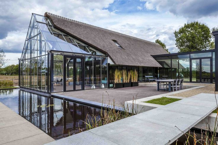 Image 1 of 15 from gallery of Modern Countryside Villa / Maas architecten. Photograph by Edith Verhoeven