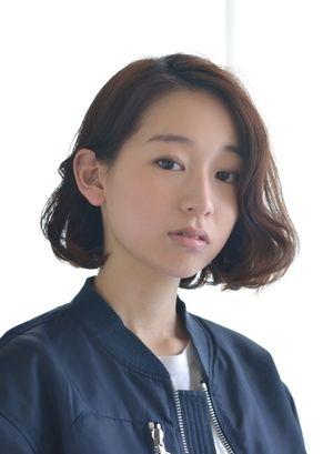 ナチュラルな雰囲気のウェービーなスタイル☆ 参考にしたいドレープボブの髪型一覧。