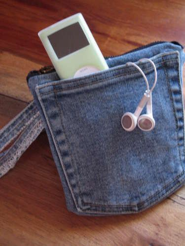 pockets on both sides and zippered pouch in the center...Ipods Cases, A Mini-Saia Jeans, Recycle Denim, Denim Jeans, Phones Holders, Denim Quilt, Things To Do, Crafts, Old Jeans