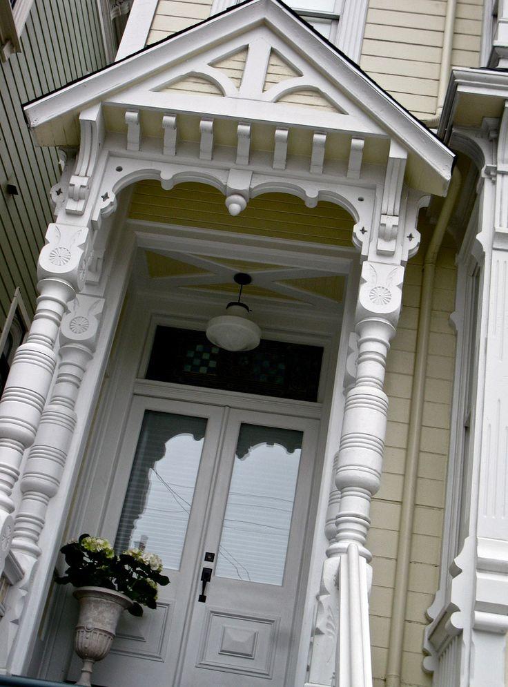 Улица Steiner – одна из самых необычных в Сан-Франциско. Именно здесь располагаются старые дома, уцелевшие во время землетрясения 1906 года.