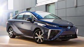 Mirai tankt Wasserstoff: Toyotas Brennstoffzellenauto fährt früher vor