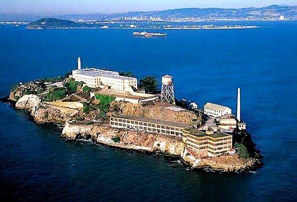 جزيرة وسجن الكاتراز فرانك لى موريس ال كابونى بيع برج إيفل ألفونسو جبراييل فيكتور لوستيج زعيم المافيا الاجراءات الامني Places To Visit Outdoor Visiting