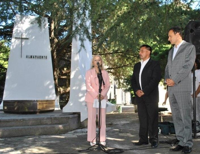 Homenaje a Almafuerte: En el Cementerio de La Plata se conmemoró el 96º Aniversario del fallecimiento del poeta Pedro B. Palacios.