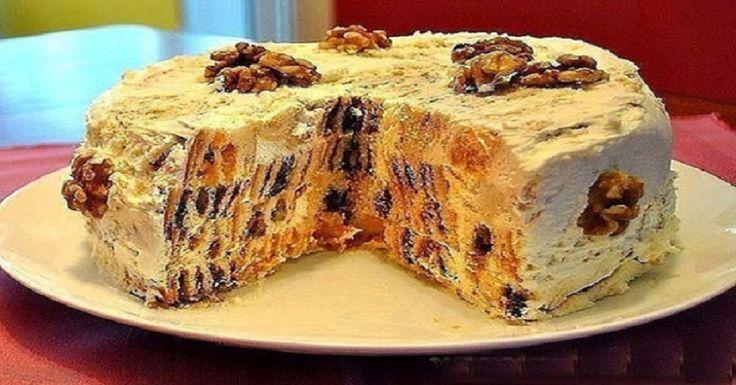 """Atenție, creează dependență! Acest tort se aseamănă cu desertul""""colibă mănăstirescă"""", diferența este că micile rulade vor fi tăiate bucățele. Astfel veți avea un tort gingaș, moderat de dulce, pufos și sănătos! Ingrediente: 1,5 L smântână; 2 ouă; 6 pahare făină; 300 g caise uscate; 100 g nuci grecești; 650 g zahăr; 4 lingurițe praf de copt; 300 g stafide; 300 g prune uscate. Mod de preparare: Amestecați împreună 500g smântână, 300 g zahăr, ouăle, adăugați treptat făina și praful de copt…"""