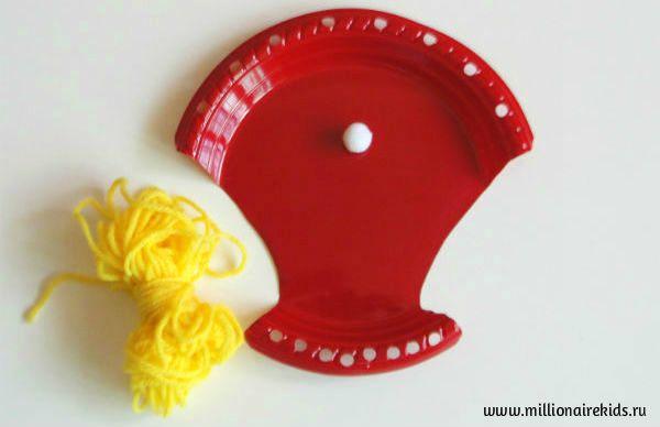 Для шнуровки нужна одноразовая тарелка, нитка и шарик