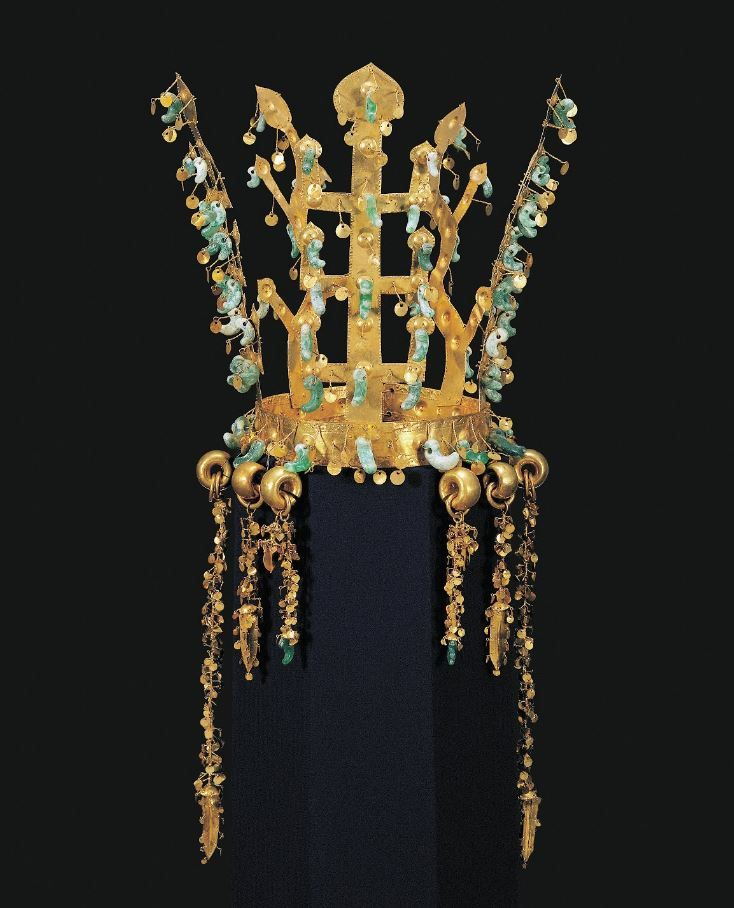 Gold Crown. Silla, 5th century. | National Museum of Korea