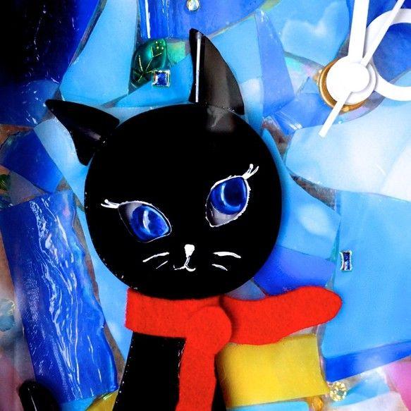ステンドガラスで作った月を見ているネコの時計掛けても置いても使えます。目のガラスの裏にミラーが貼ってあり瞳を覗くと自分自身が映って黒い瞳のようになります。その...|ハンドメイド、手作り、手仕事品の通販・販売・購入ならCreema。