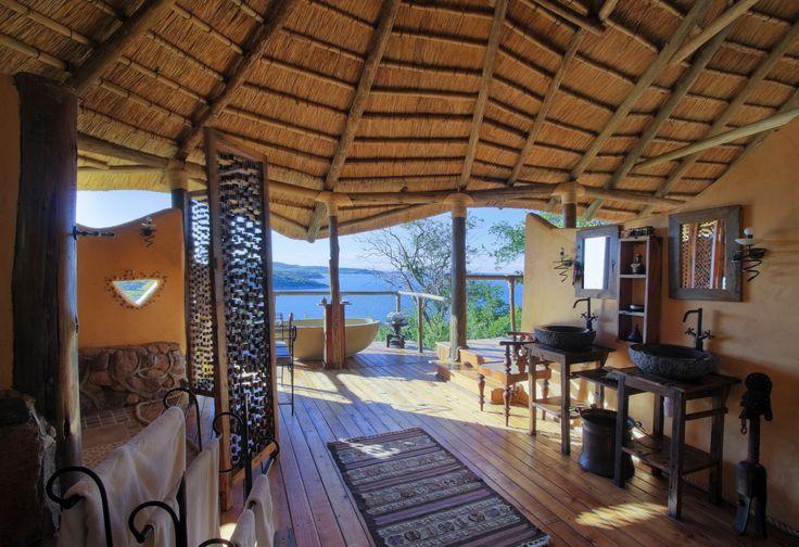アフリカ タンザニア タンガニーカ湖 を眺めながらのバスタイムを過ごせる。