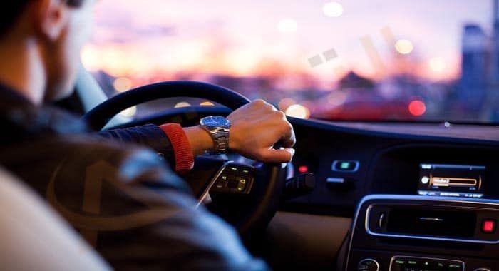 تفسير حلم رؤية ركوب السيارة في المنام دلالات ركوب السيارة في الحلم للعزباء والمتزوجة والحامل والرجل معنى ركوب السيارة م Car Buying Driving Pictures Motor Car