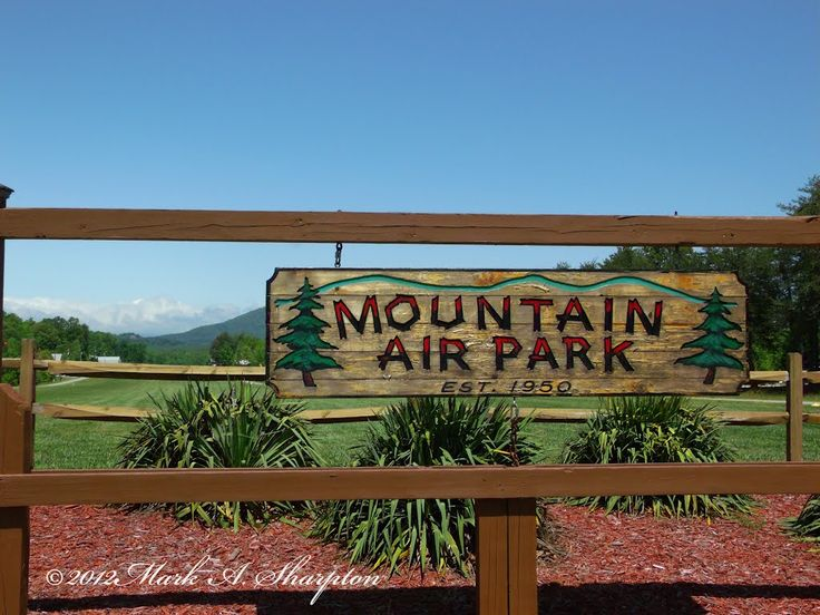 Singles in mountain air park or