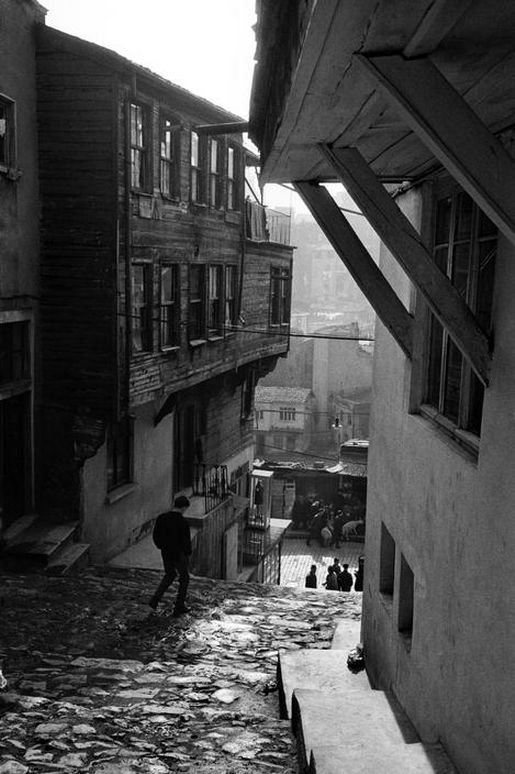 m3zzaluna:  street in tophane leading to bogazkesen, turkey, 1959  photo by ara güler, from ara güler's istanbul